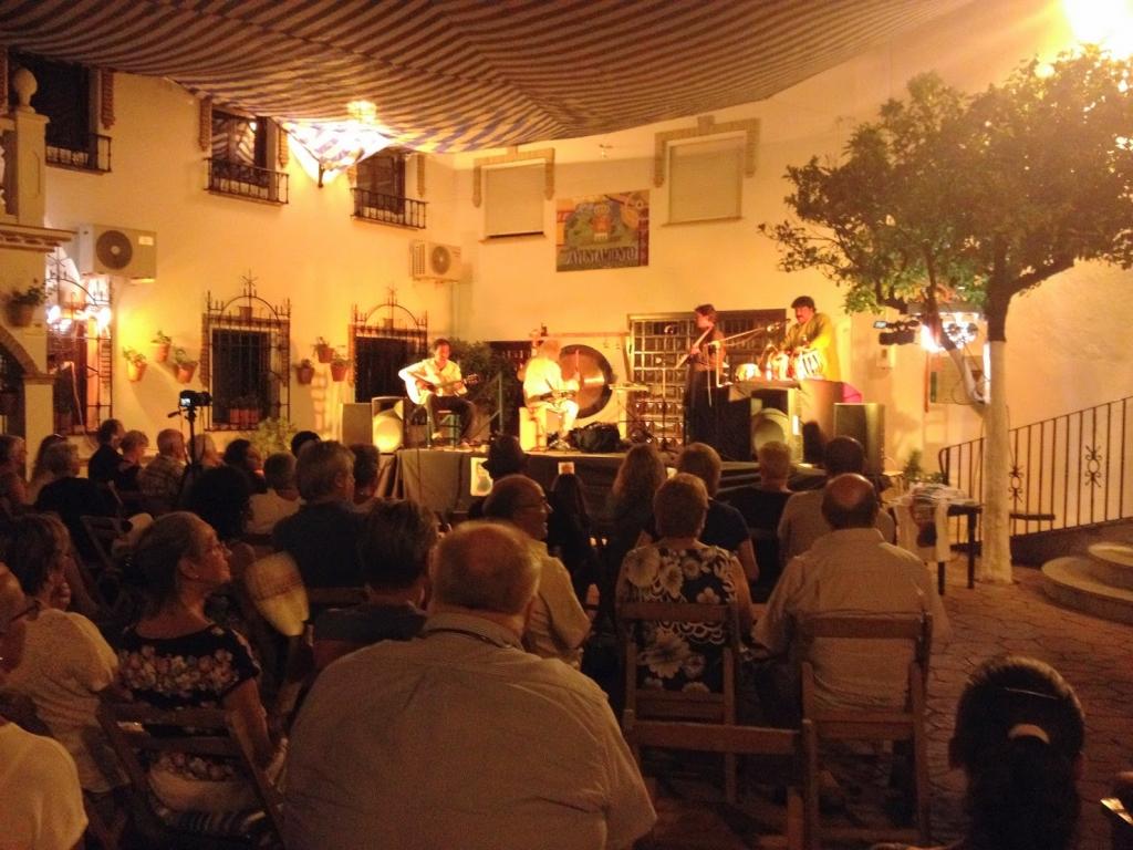 The Positive Creative World Konzert in alcausin