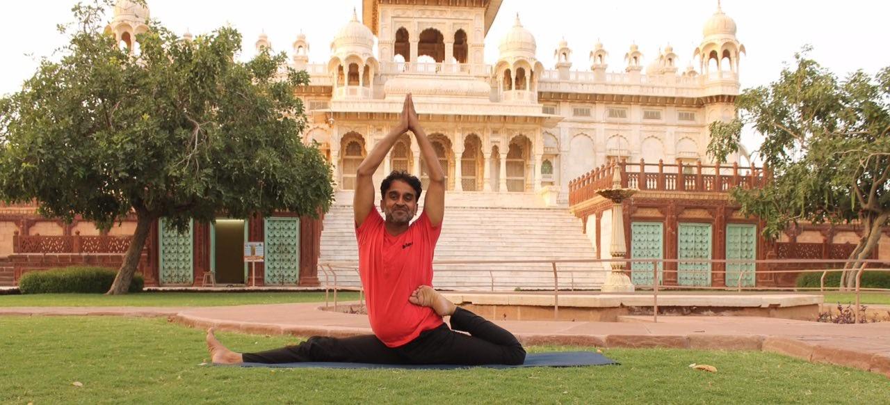 Yoga terapéutico de curación con Yogacharya Nayeem Khan
